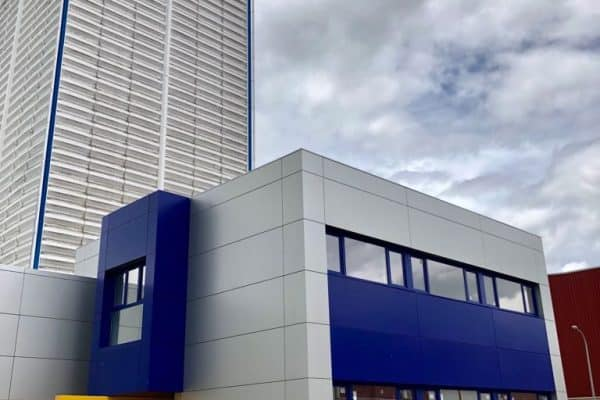 Fachadas ventiladas en Madrid de composite de aluminio